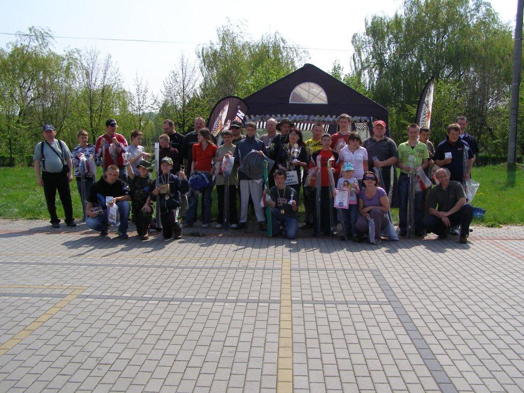 Członkowie Zawodów w wędkarstwie spławikowym SZUWAREK w roku 2009